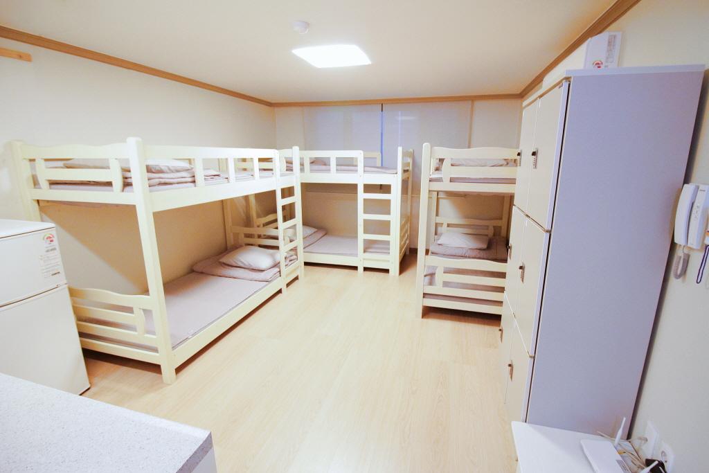 2층침대 (6인실)