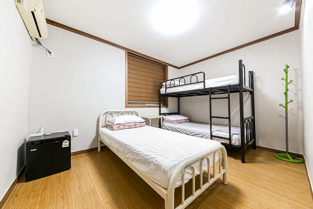 3인실-벙크+싱글침대